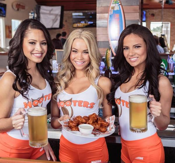 Hooters Date