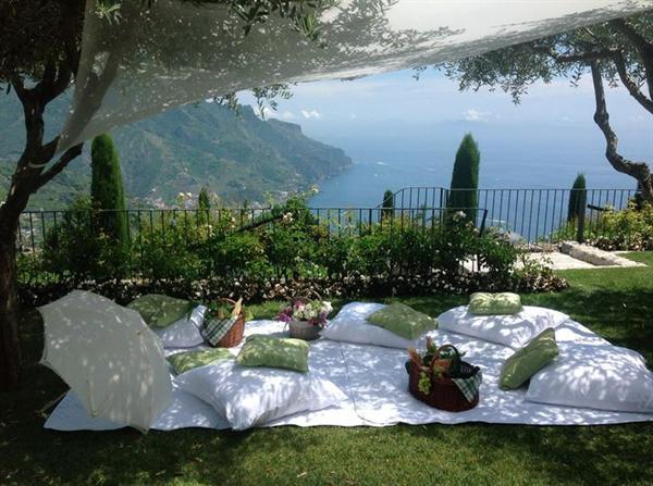 Prosecco Picnic in the Amalfi
