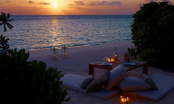 Oceanfront And Cabana Candlelight Dining