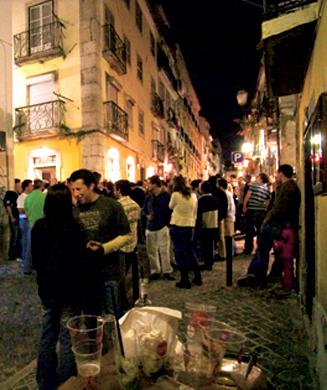 Bar and music hopping in Bairro Alto