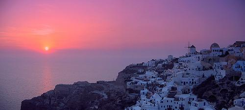 Sunset dinner in Oia (Santorini)