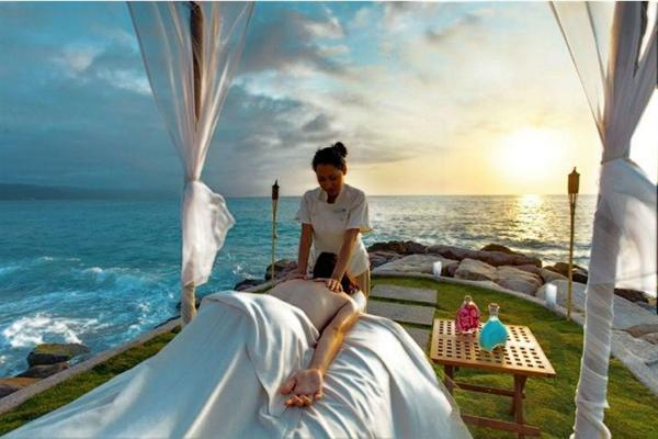 Couples Massage on the Beach