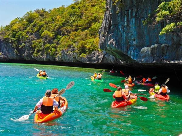 Snorkel and Kayak Tour to Angthong Marine Park
