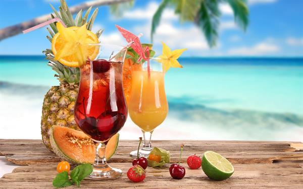 Cocktails on the beach - Bahamas
