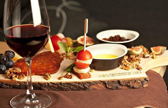 Wine & Tapas in Granada