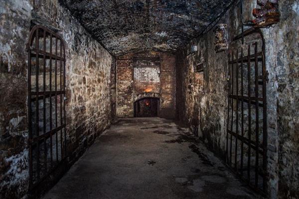 Walking tour of Edinburgh's under ground vaults
