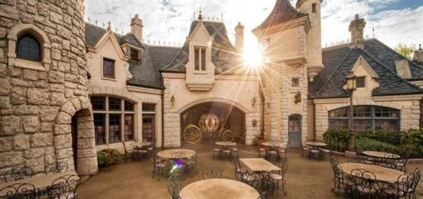 Auberge de Cendrillon : Fairytale Dining at Cinderella's Royal Table