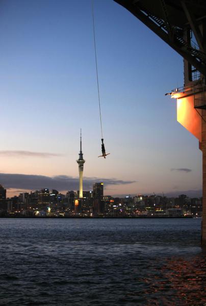 Auckland habour Bridge Bungy Jump