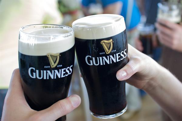 x2 Pints in an Irish Pub