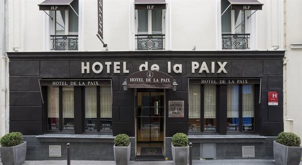 One Night's Accommodation at Hotel de La Paix Tour Eiffel