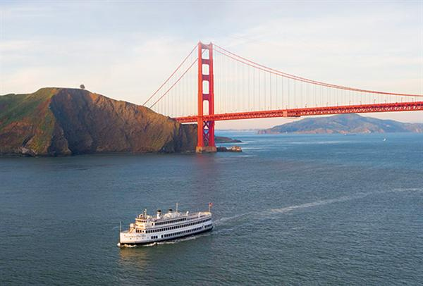Champagne brunch cruise on the San Francisco harbour (2)