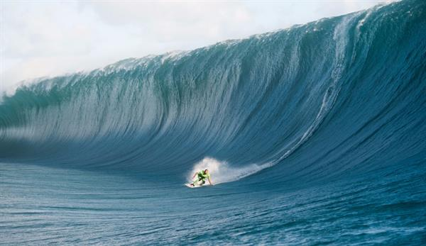 Surf tour to see Teahupoo (world's heaviest surfing wave)