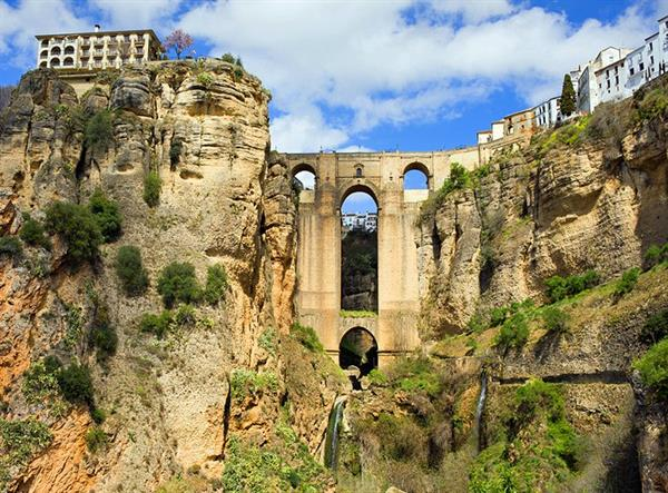 Visit the palace of the moorish King in the city of Ronda