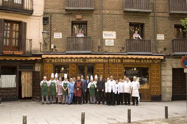 Dinner at the world's oldest restaurant: 300-year-old Sobrino de Botin