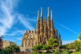 La Sagrada Familia (Giant Basilica)