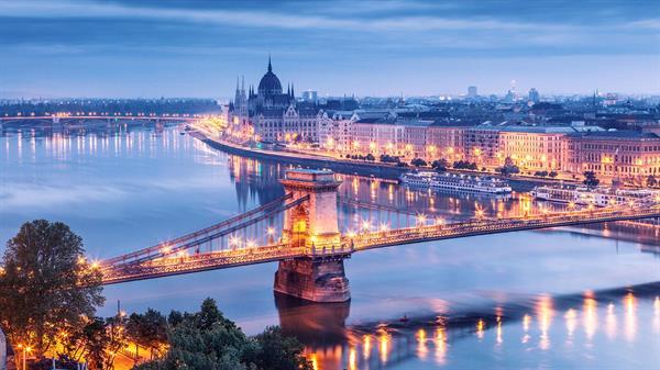 An evening cruise along the Danube