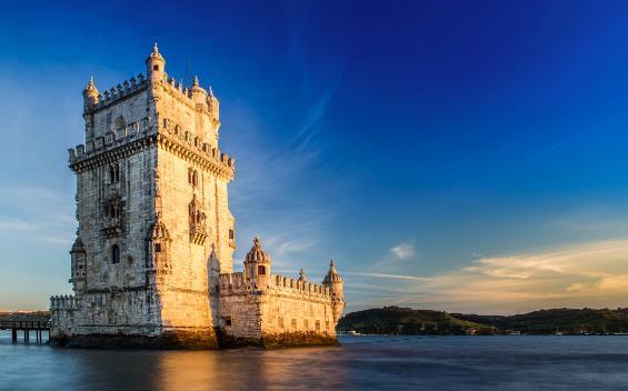 Castle & Lunch Date in Lisbon, Portugal