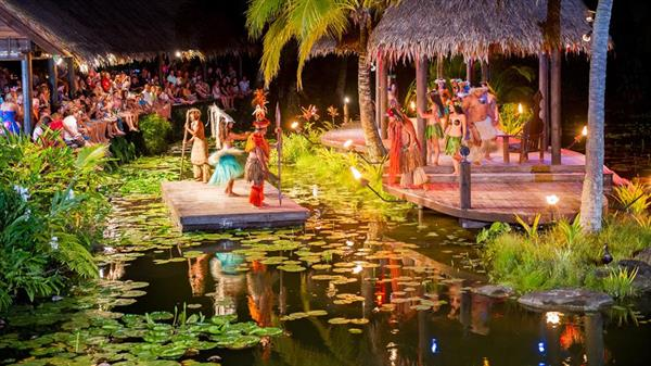 Te Vara Nui Overwater Show and Buffet Dinner