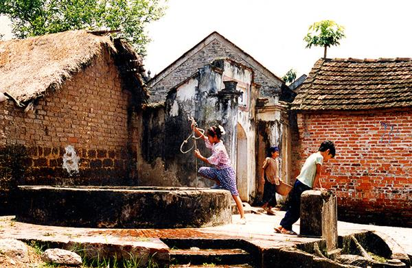 Day Trip to Duong Lam Village from Hanoi