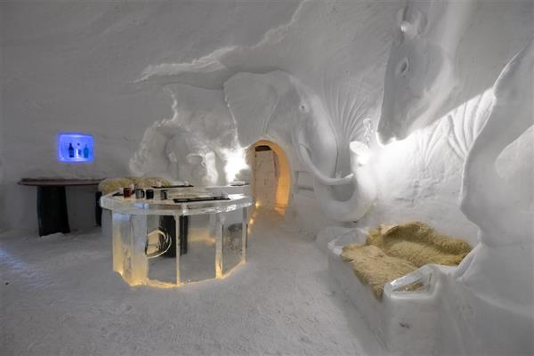 Lunch at the Igloo Bar and Restaurant