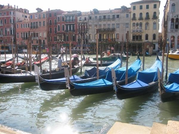 Accommodation in Venice for 2 nights