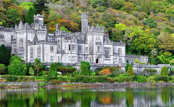Tour Kylemore Abbey and Victorian Walled Garden