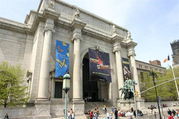 2 x day passes to the American Museum of Natural History