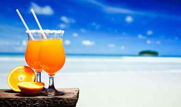 Cocktails by the beach