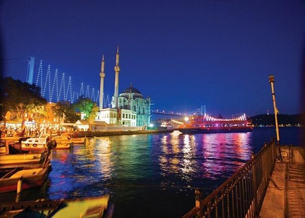 1. Istanbul - Romantic Night Cruise on the Bosphorus
