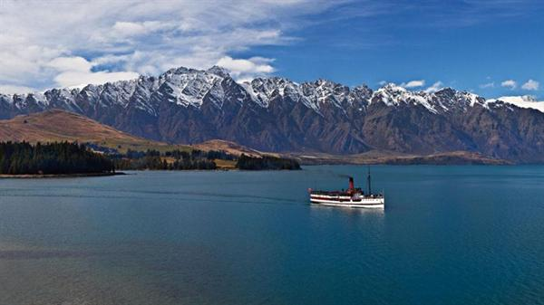 Cruise and lunch across Lake Wakatipu