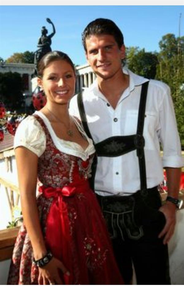 Oktoberfest Tracht - Lederhosen & Dirndi