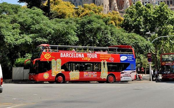 24 hr hop on-hop off bus tickets - Barcelona