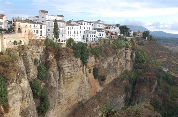 Ronda clifftop town day trip