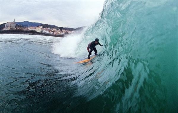 Surfing Mundaka