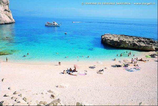 Boat Cruise to Cala Mariolu