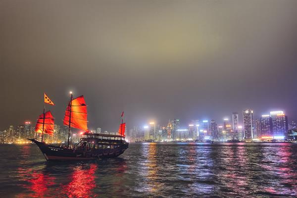 Aqua Luna: Evening Cruise at Victoria Harbour