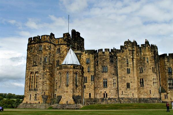 Alnwick (Hogwarts) Castle and Scottish borders tour