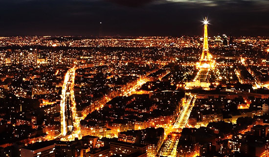 Paris by night sightseeing tour with Champagne and escargot
