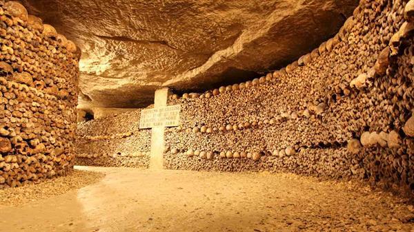 Tour of the Paris Catacombs