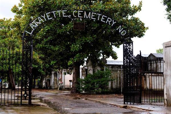 Garden District & Lafayette Cemetery Tour